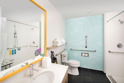 Tru By Hilton San Antonio Downtown Riverwalk - San Antonio - Bathroom