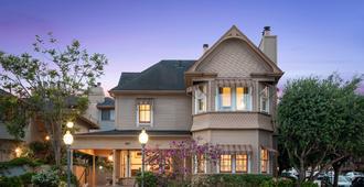 Victorian Inn - Monterey - Building