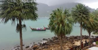 Coma Lounge Hostel - Ko Phi Phi - Outdoor view