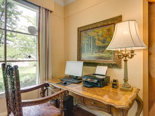 Casa Blanca Inn - Farmington - Business center