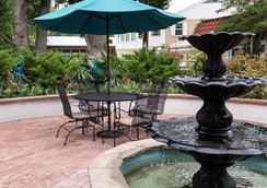 Casa Blanca Inn - Farmington - Outdoors view
