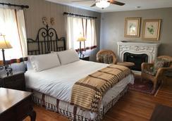 Casa Blanca Inn - Farmington - Bedroom