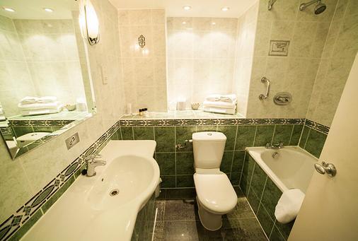 Saint Georges Hotel - London - Bathroom