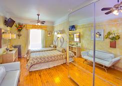 The International Cozy Inn - New York - Schlafzimmer