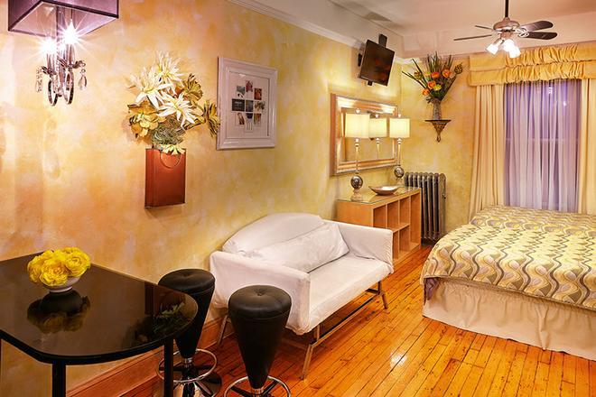 The International Cozy Inn - New York - Living room