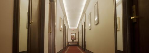 Hilgard House Westwood Village - Los Angeles - Hallway