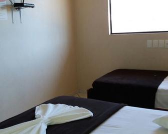 Vitoria Salles Hotel Rondonopolis - Рондонополіс - Bedroom