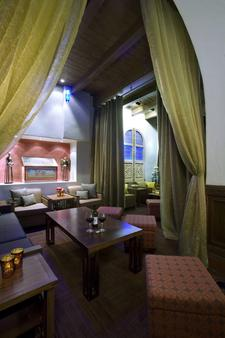 Hotel Andaluz Albuquerque, Curio Collection by Hilton - Albuquerque - Living room