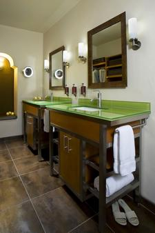 Hotel Andaluz Albuquerque, Curio Collection by Hilton - Albuquerque - Bathroom