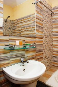 加德滿都生態酒店 - 加德滿都 - 加德滿都 - 浴室