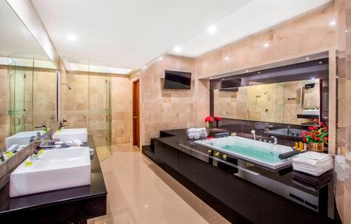 Kuta Paradiso Hotel - Kuta - Phòng tắm