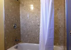 Days Inn by Wyndham Airport - Phoenix - Phoenix - Bathroom