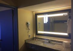 Days Inn by Wyndham Airport - Phoenix - Phoenix - Kylpyhuone
