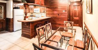 Sunburst Condominiums, a VRI resort - Steamboat Springs - Dining room
