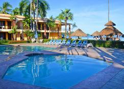 Hotel Y Bungalows Estancia San Carlos - Rincon de Guayabitos - Piscina