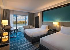 Radisson Blu Hotel and Resort Al Ain - Al Ain - Bedroom