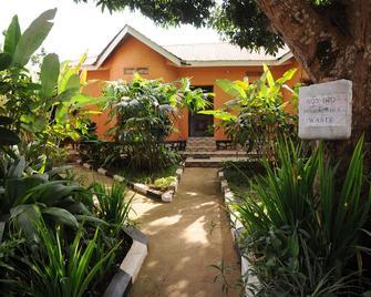 Gorilla African Guest House - Entebbe - Outdoor view