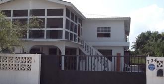 Bamboleo Inn Belize - Ciudad de Belice - Edificio