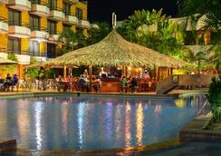 Hilton - Porlamar - Pool