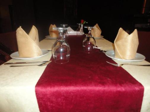 Imperial Suites Hotel - Manama - Ruoka