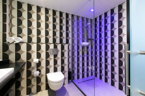 Savoy Hotel Rotterdam - Rotterdam - Bathroom