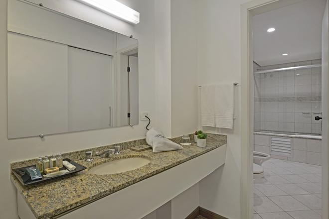 Hotel Deville Business Curitiba - Curitiba - Bathroom