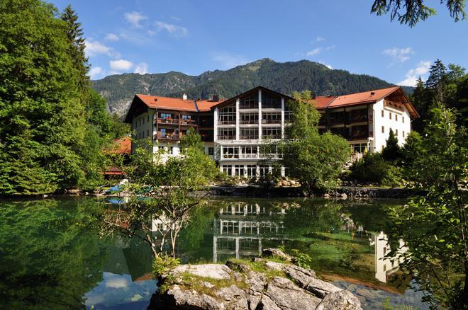 Hotel am Badersee - Grainau - Building