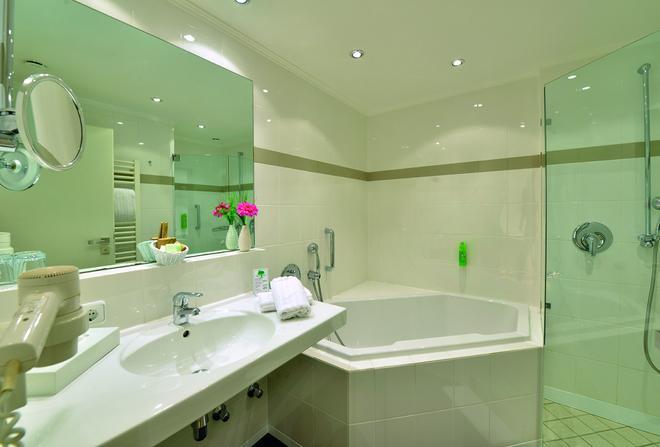 Hotel am Badersee - Grainau - Bathroom