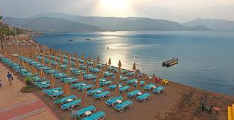 Blue Bay Platinum Hotel - מרמריס - חוף