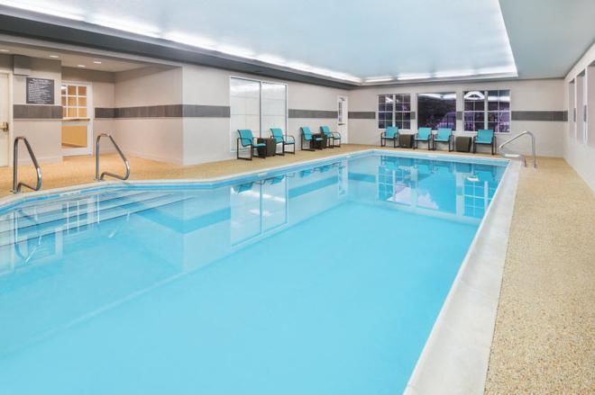 Residence Inn by Marriott State College - State College - Πισίνα