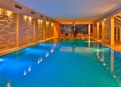 希爾徹洛斯申豪華溫泉暨高爾夫球渡假村酒店 - 蒂門多佛海灘 - 提門多夫 施特汗特 - 游泳池