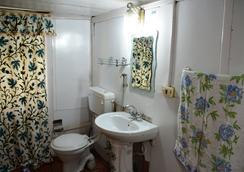 Houseboat Zaindari Palace - Srinagar - Phòng tắm
