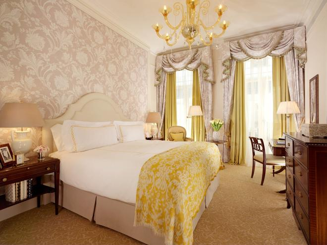 The Savoy - London - Bedroom