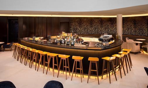 Hilton Amsterdam Airport Schiphol - Ámsterdam - Bar