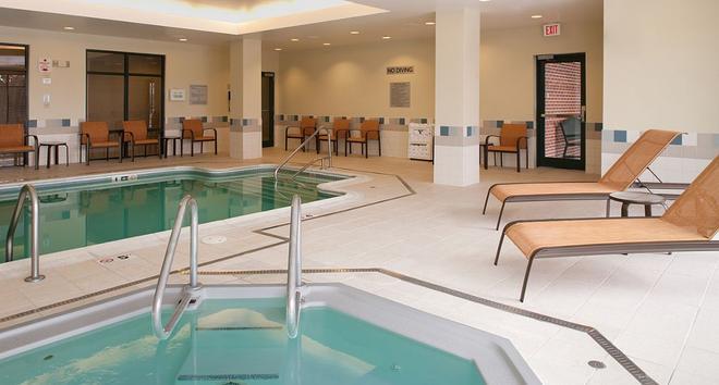 Courtyard by Marriott Boston Waltham - Waltham - Pool