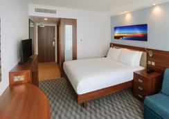 Hampton by Hilton London Stansted Airport - Stansted (Essex) - Bedroom