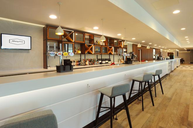 Hampton by Hilton London Stansted Airport - Stansted (Essex) - Bar
