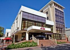 City Hotel Bishkek - Biskek - Edificio
