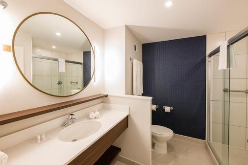 Fairfield Inn & Suites by Marriott Tijuana - Tijuana - Bathroom