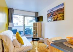 Pelicanstay near Rue De La Pompe Metro - Paris - Living room