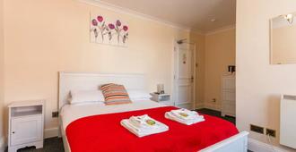 The Grapes - Southampton - Bedroom