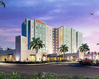 Hilton Garden Inn Miami Dolphin Mall - Miami - Building