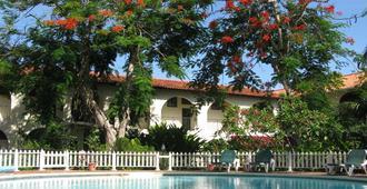 Charela Inn - Negril - Pool