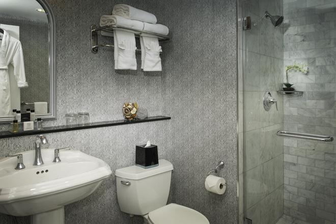 The Manhattan Club - New York - Bathroom