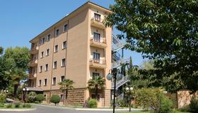 Hotel Cilicia - Rome - Building