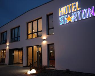 Hotel Starton am Village - Інґольштадт - Building