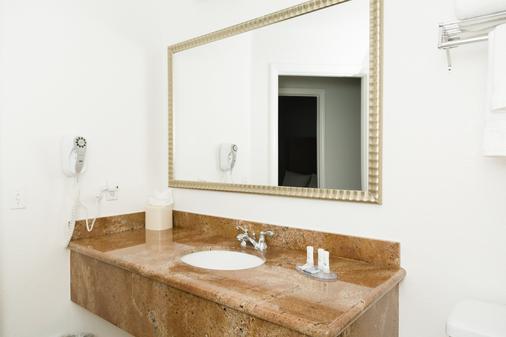 Beachfront Inn And Suites At Dana Point - Capistrano Beach - Bathroom