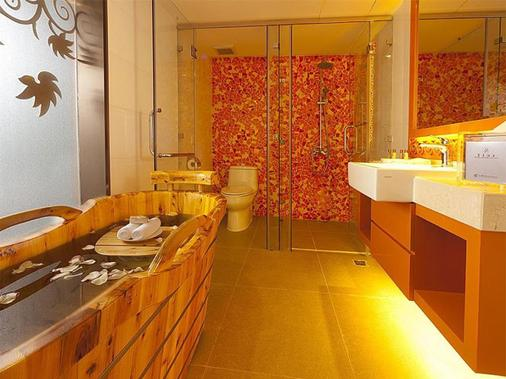 Hotel Beverly Plaza - Macau - Bathroom