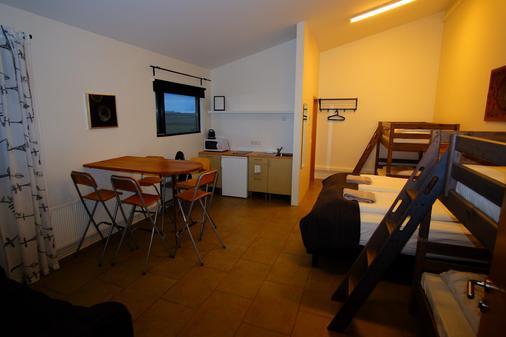Bergas Guesthouse - Кеблавик - Обеденный зал
