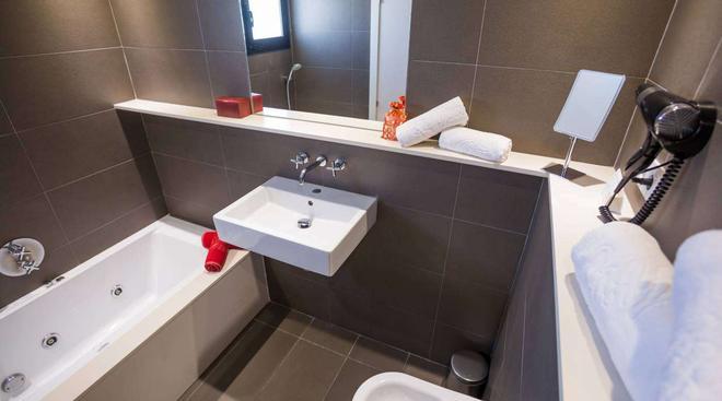 米格霍恩伊維薩套房酒店及水療中心 - 桑特霍塞普德薩塔萊阿 - 伊維薩鎮 - 浴室